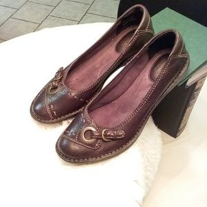 Clark's Bendables Brown leather flats